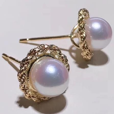 Twist Collection 6.5-7.0 mm White Akoya Pearl Stud Earrings Mounted on 18K Yellow Gold - takaramonobr
