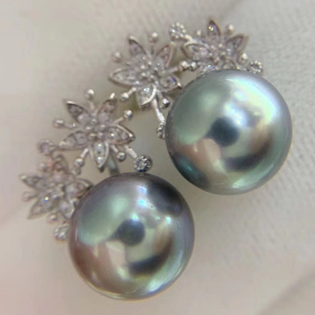 11.0-12.0 mm Tahitian Silver-Blue Pearl & Diamond Earrings in 18K Gold - takaramonobr