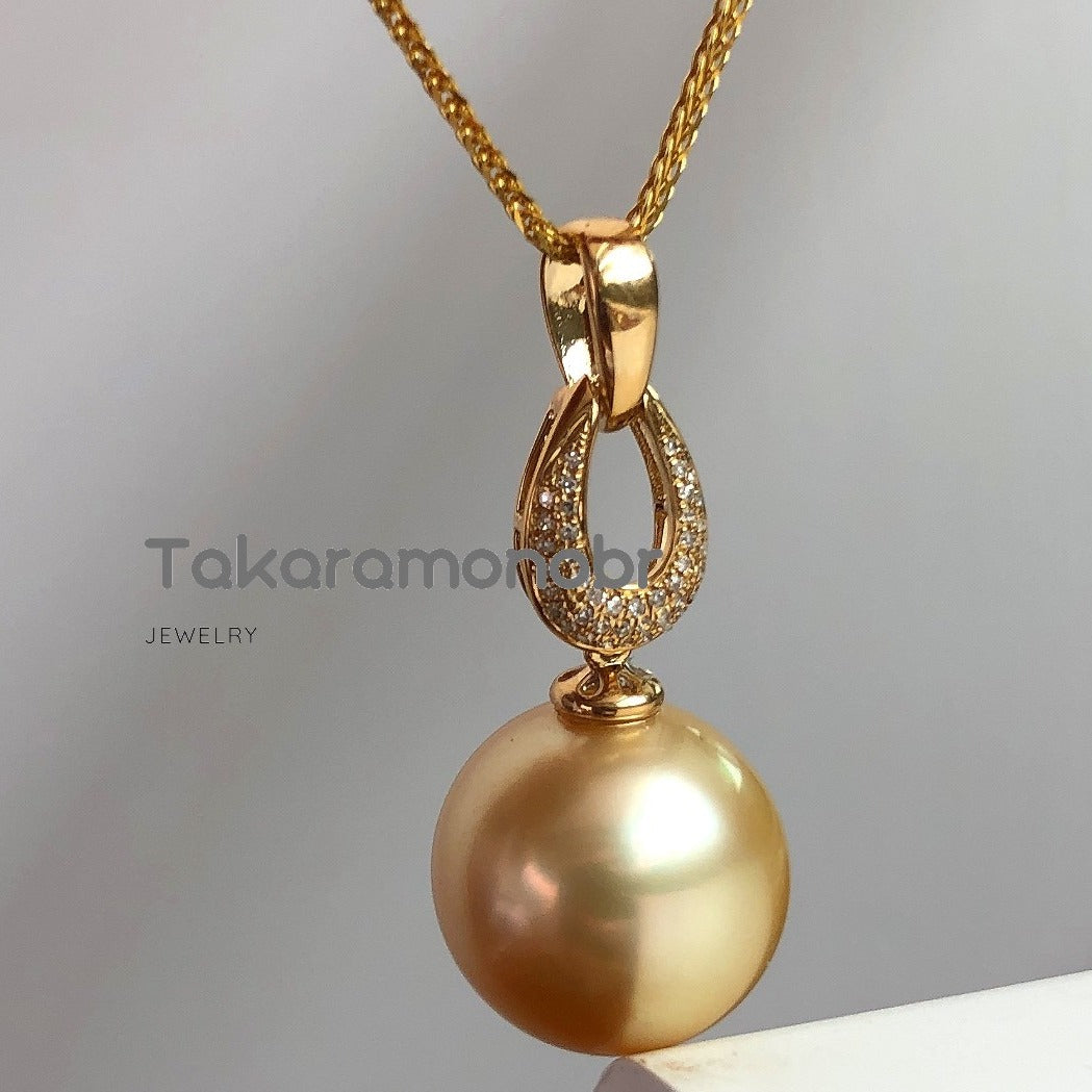 13.0-14.0 mm Golden South Sea Pearl & Diamond Pendant Mounted on Solid 18-Karat Yellow Gold - takaramonobr