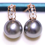 Load image into Gallery viewer, Line Collection 9.0-10.0 mm Tahitian Black Pearl & Diamond Earrings in G18k - takaramonobr