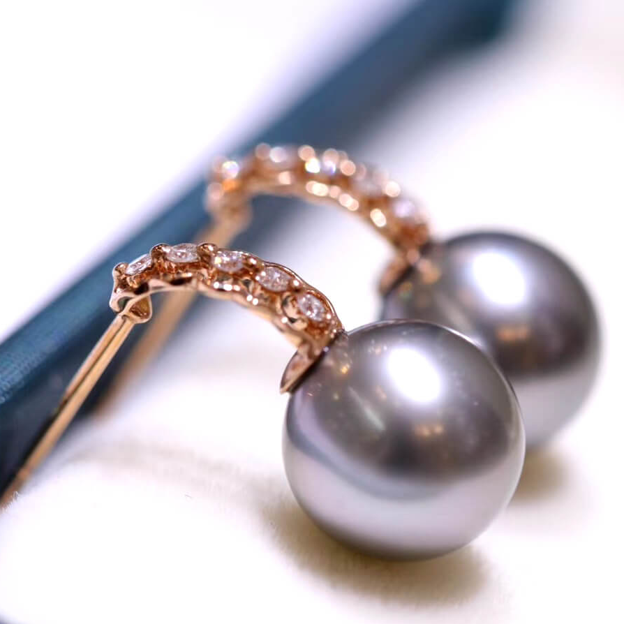 Line Collection 9.0-10.0 mm Tahitian Black Pearl & Diamond Earrings in G18k - takaramonobr