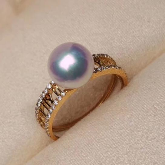 Royalty Collection White Akoya Pearl and Diamond Anniversary Ring in 18K Yellow Gold - takaramonobr
