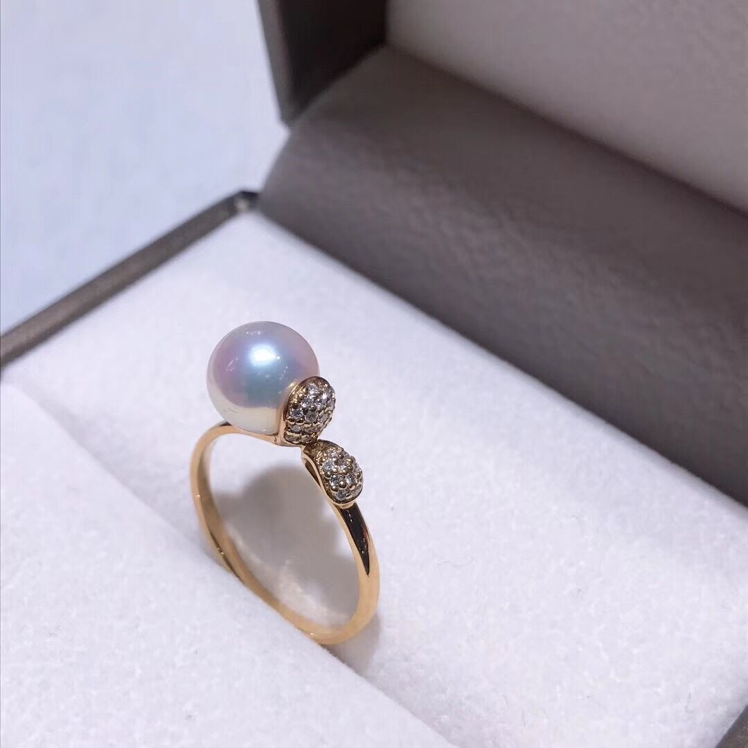 Sprout Collection 7.5-8.0 mm White Akoya Pearl & Diamond Ring in 18K Yellow Gold - takaramonobr