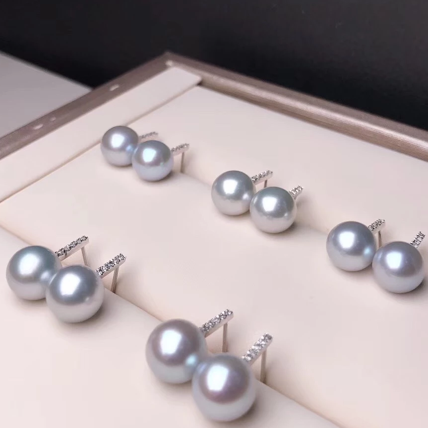 Simple Collection 8.5-9.0 mm Grey Akoya Pearl & Diamond Stud Earrings Mounted on 18K Gold for Women - takaramonobr