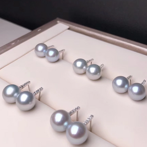 Simple Collection 8.5-9.0 mm Silver Blue Akoya Pearl & Diamond Stud Earrings Mounted on 18K Gold for Women - takaramonobr