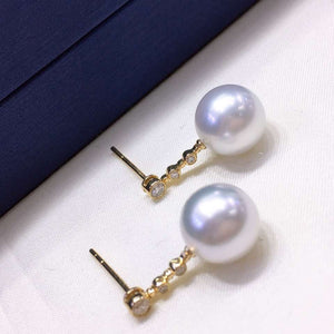 Simple Collection 9.0-10.0 mm White South Sea Pearl & Diamond Dangle Earrings in 18K Gold for Women - takaramonobr