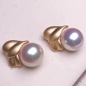 Wrap Collection 8.0-8.5 mm White/Silver-Blue Akoya Pearl Earrings Mounted on Solid 18K Yellow Gold for Woman - takaramonobr