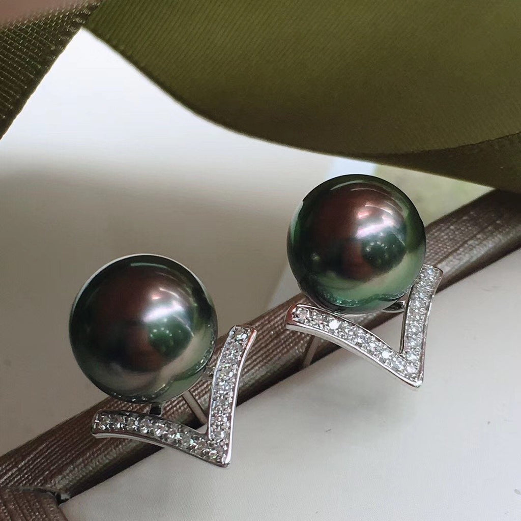 V Collection 10.0-11.0 mm Tahitian Black Pearl & Diamond Stud Earrings - takaramonobr