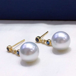 Simple Collection 9.0-10.0 mm White South Sea Pearl Sapphire & Diamond Earrings in 18K Gold - takaramonobr