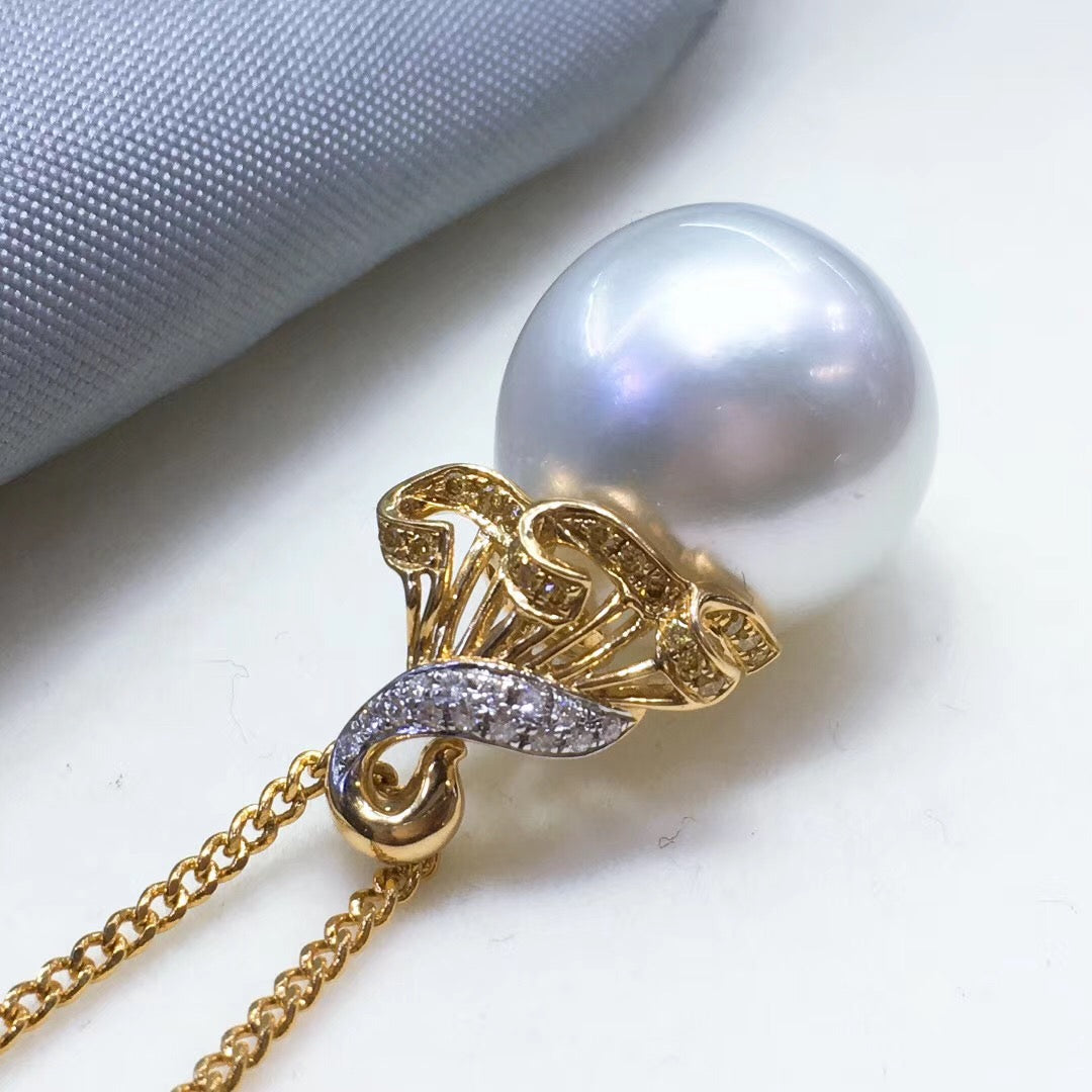 14.0-15.0 mm White South Sea Pearl | Australia White Pearl & Diamond Pendant Mounted on 18K Gold - takaramonobr