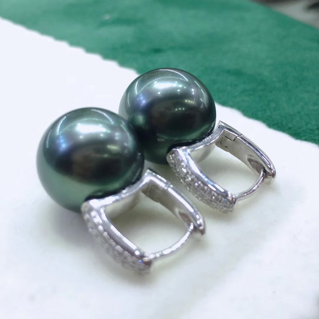 Bucket Collection 13.0-14.0 mm Tahitian Black Pearl & Diamond Earrings in 18K Gold - takaramonobr