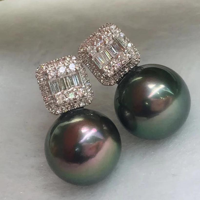 Square Collection 10.0-11.0 mm Black Tahitian Pearl & Diamond Stud Earrings - takaramonobr