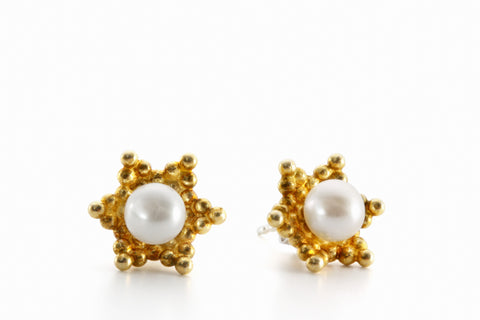 acorn earrings | goldplated silver white freshwater pearls