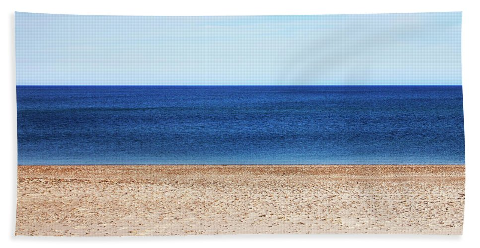Classic Sandy Beach Scene - Bath Towel