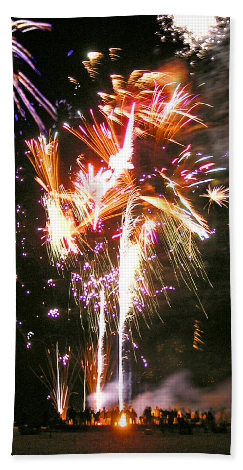Joe's Fireworks Party At The West Bar Sandy Neck - Bath Towel