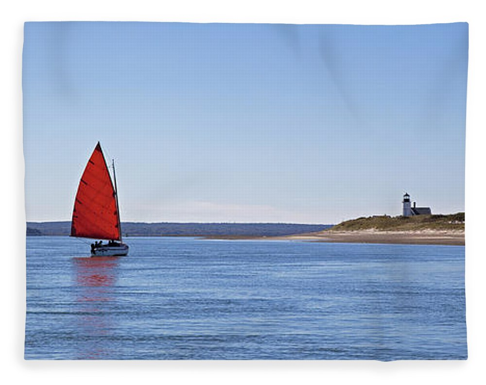 Ripple Catboat With Red Sail And Lighthouse - Blanket