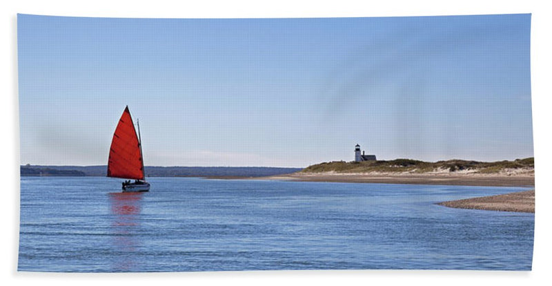 Ripple Catboat With Red Sail And Lighthouse - Beach Towel