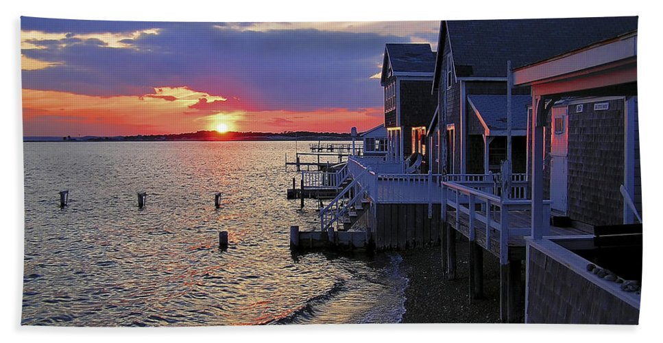 Sandy Neck Sunset At The Cottages - Bath Towel