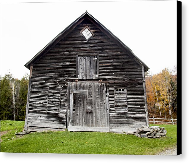 Old Vermont Barn Near Stowe - Canvas Print