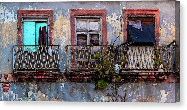 Windows And Ruins At Calle Bernaza Havana Cuba - Canvas Print