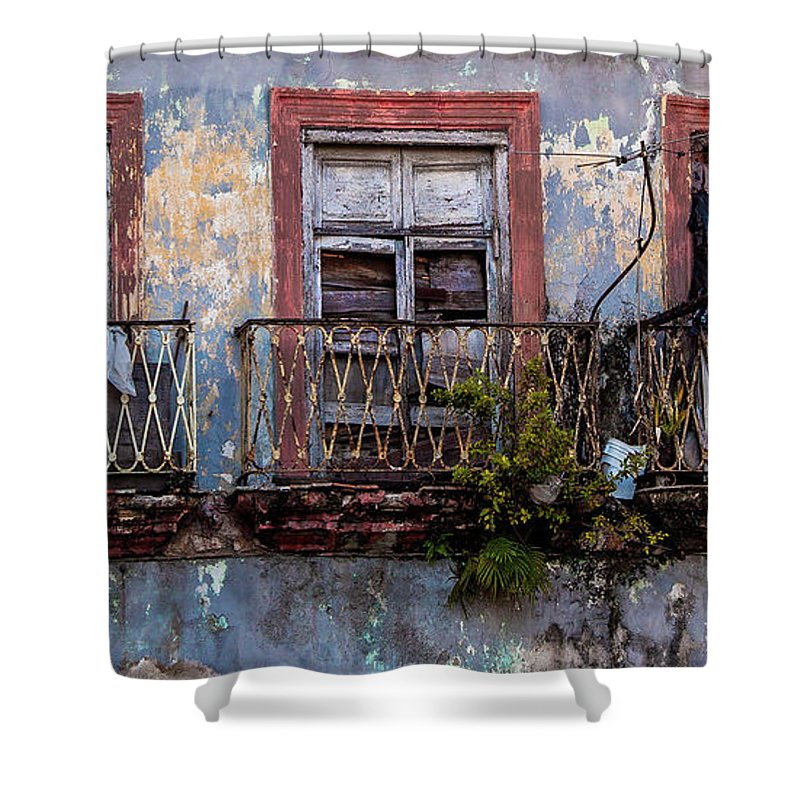 Windows And Ruins At Calle Bernaza Havana Cuba - Shower Curtain