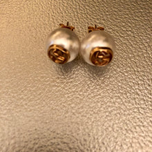 Load image into Gallery viewer, Marie Small GG Pearl Earrings