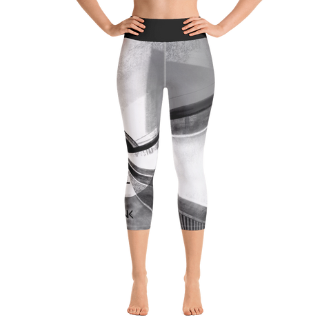 THINK Yoga Capri Leggings B&W 6