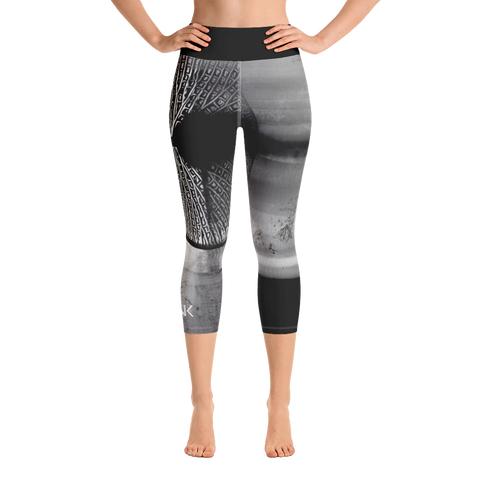 THINK Yoga Capri Leggings B&W 7
