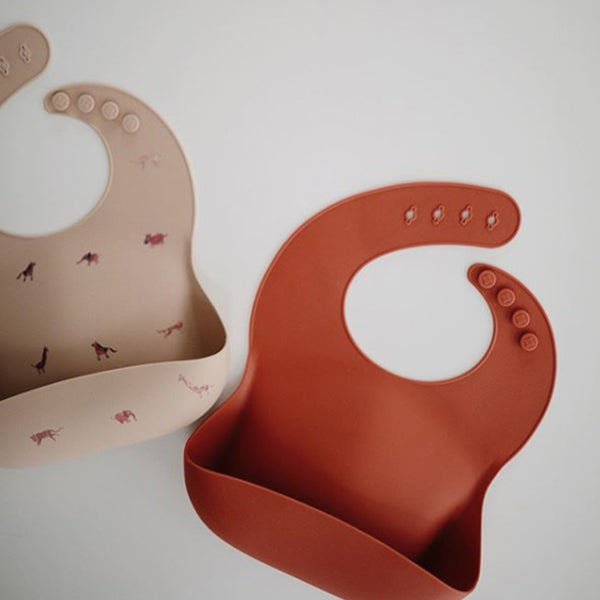 Mushie Silicone Pocket Bib (Beige Safari)