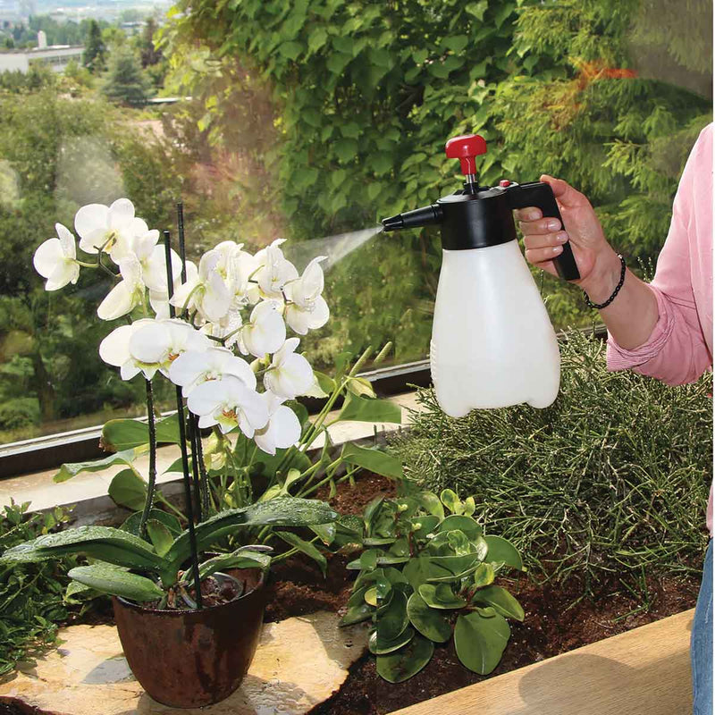 Solo 2 Liter Home & Garden One-Hand Sprayer