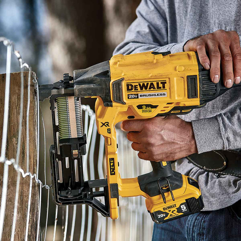 DEWALT 20V MAX* XR 9 GA Cordless Fencing Stapler Kit