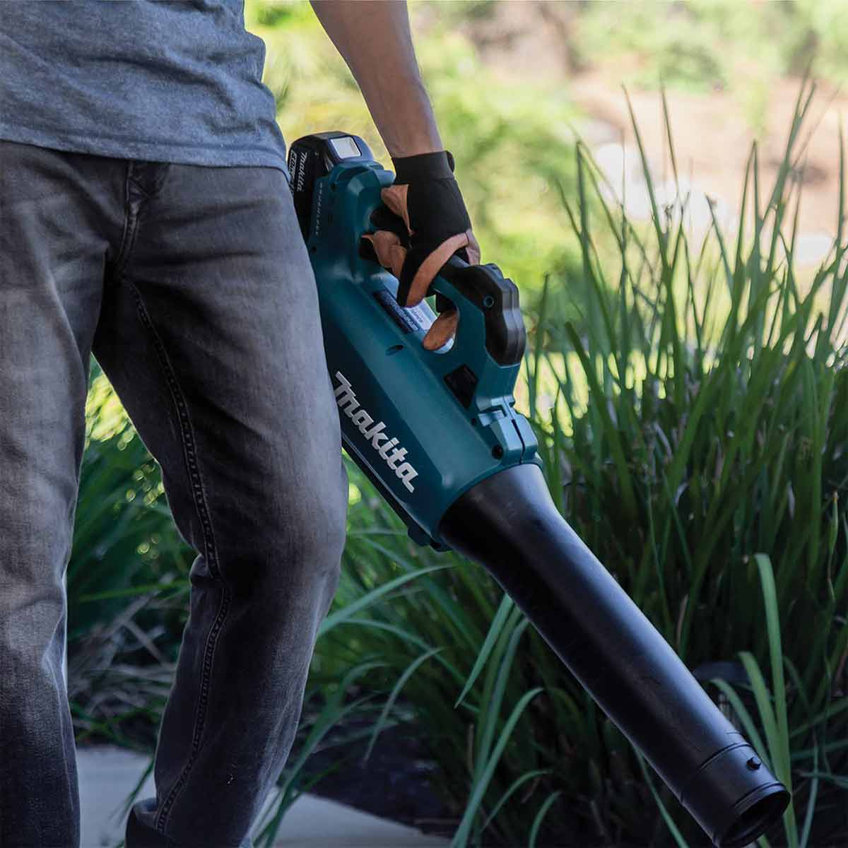 Makita XBU03SM1 18V LXT® Lithium-Ion Brushless Cordless Blower Kit (4.0Ah)