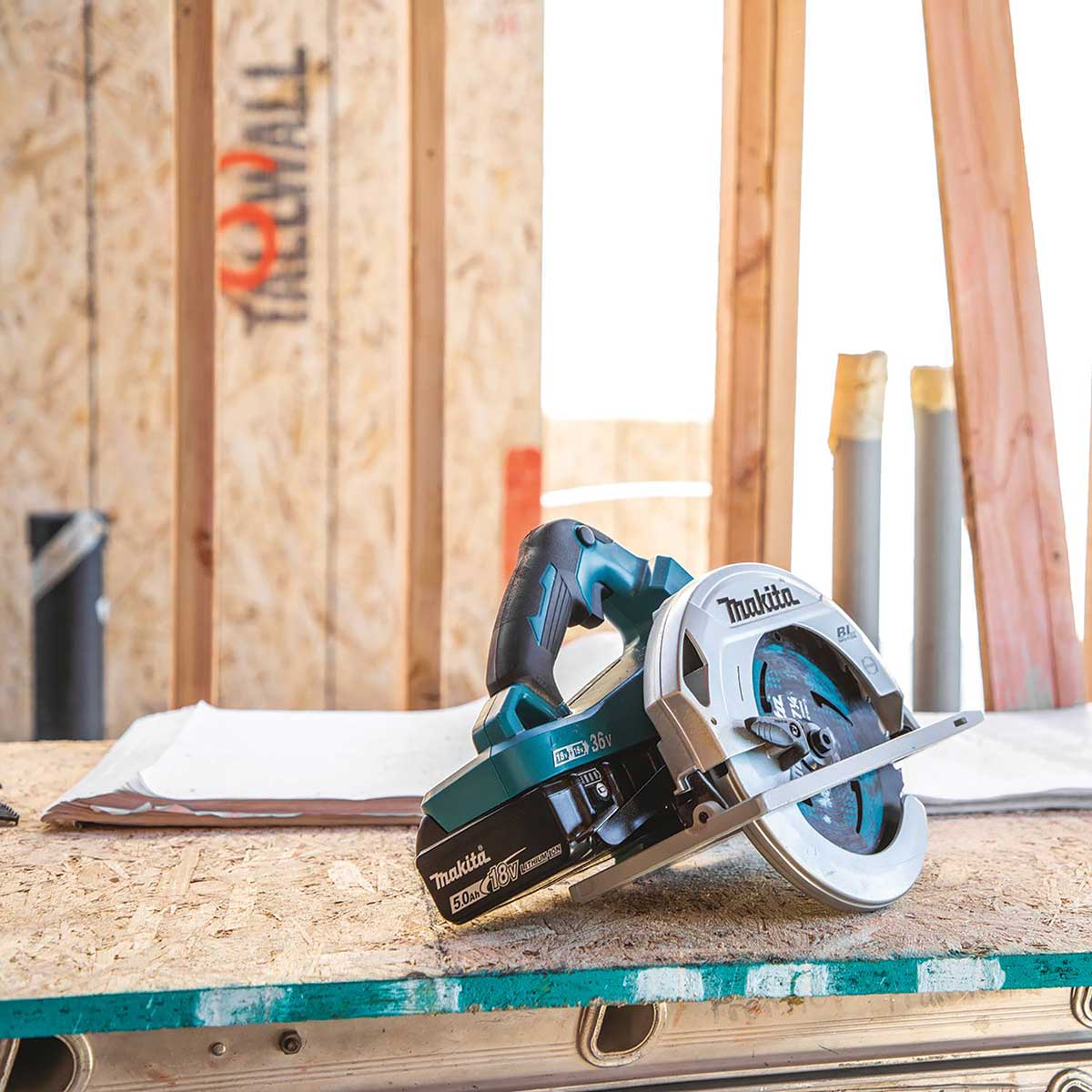 "Makita XSH06PT 18V X2 LXT® Lithium-Ion (36V) Brushless Cordless 7-1/4"" Circular Saw Kit (5.0Ah)"