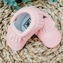 Load image into Gallery viewer, Baby Pink Moccasins