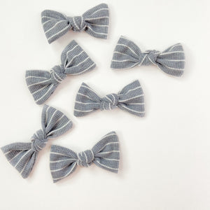 grey and white stripe knot
