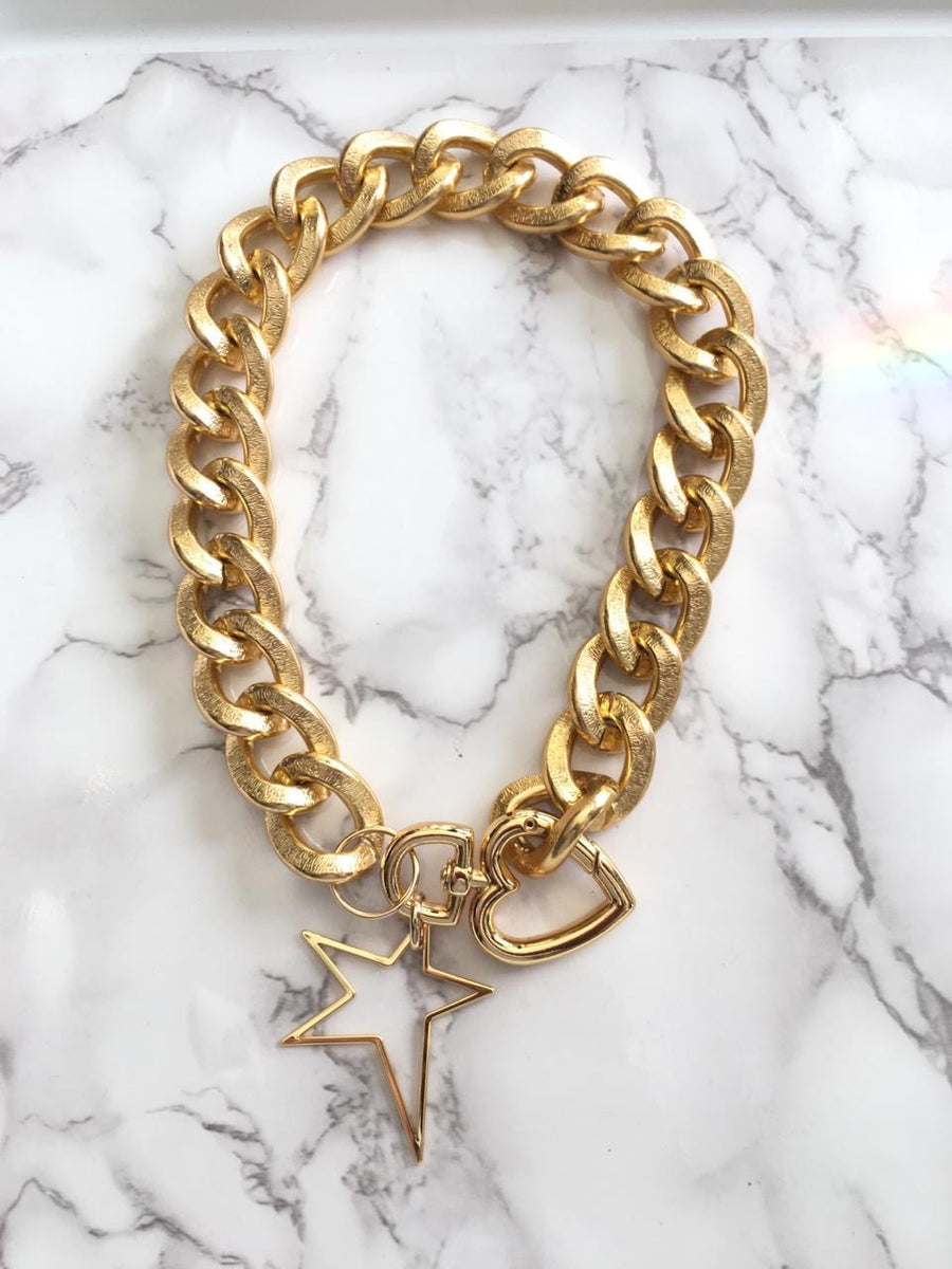 GOLDEN NECKLACE WITH CHARM