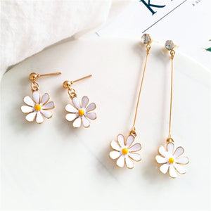 Little daisy, beautiful flowers stud earrings, white and gold