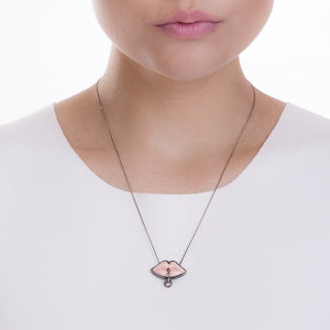 SMALL KISS NECKLACE - PINK - KISS ME