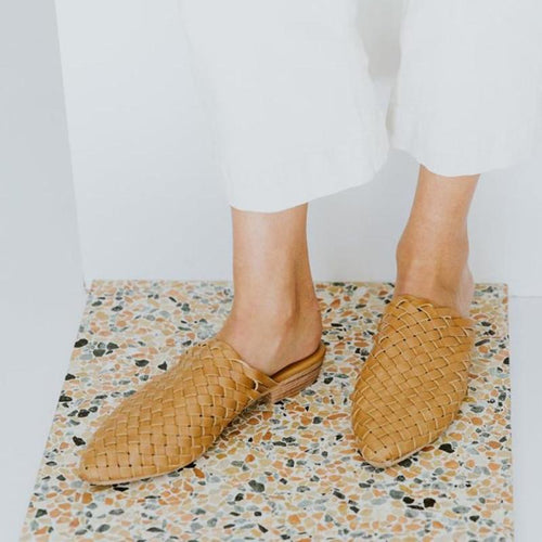JOJORUBY 2019 Pointed Toed Plain Cross Strap Weaving Outdoor Slipper