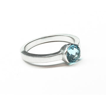 Izaskun Zabala fine jewelry custom 18K white gold ring for a lady with brilliant cut aquamarine stone
