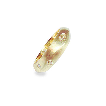 Izaskun Zabala fine jewelry custom 18K Yellow Gold with diamonds wedding band ring