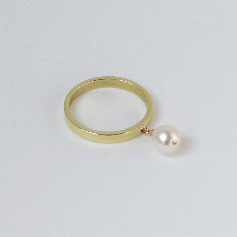 Izaskun Zabala jewelry freshwater pearl dangle ring
