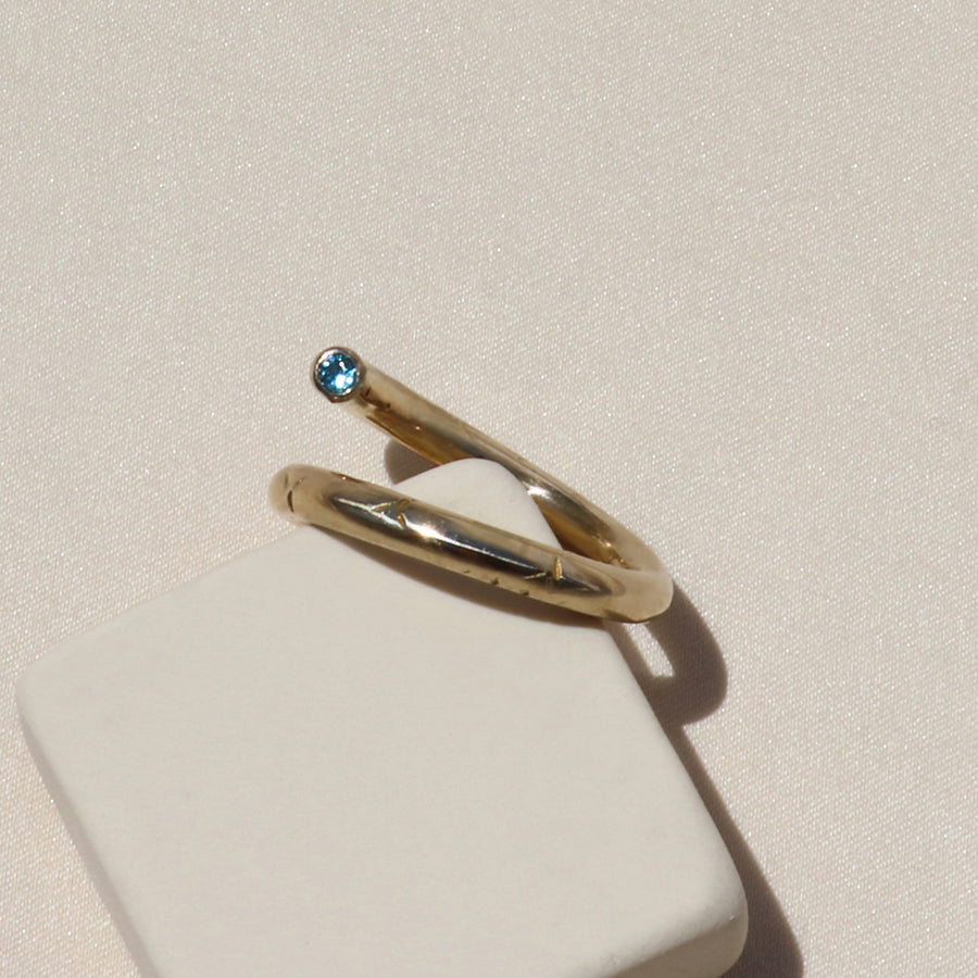Izaskun Zabala jewelry adjustable thumb ring with white and azure sapphires