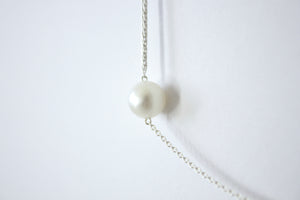 Kette von Naoko Ogava | Tension-Pearl- single line, silver