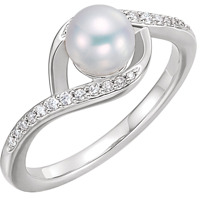 WOW Pearl Fashion | Sterling Silver Freshwater Cultured Pearl & 1/8 CTW Diamond Ring