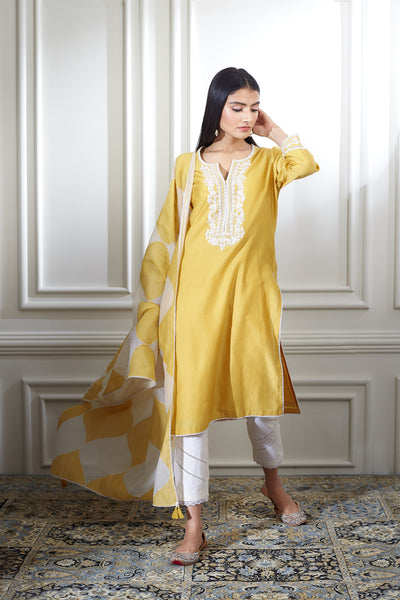 Mandira Wirk_YELLOW DORI EMBROIDRED KURTA WITH ANKLE LENGTH PANTS AND COLOR BLOCKED DUPATTA