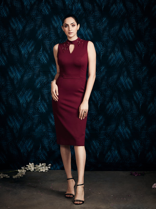 MAROON CALF LENGTH DRESS.