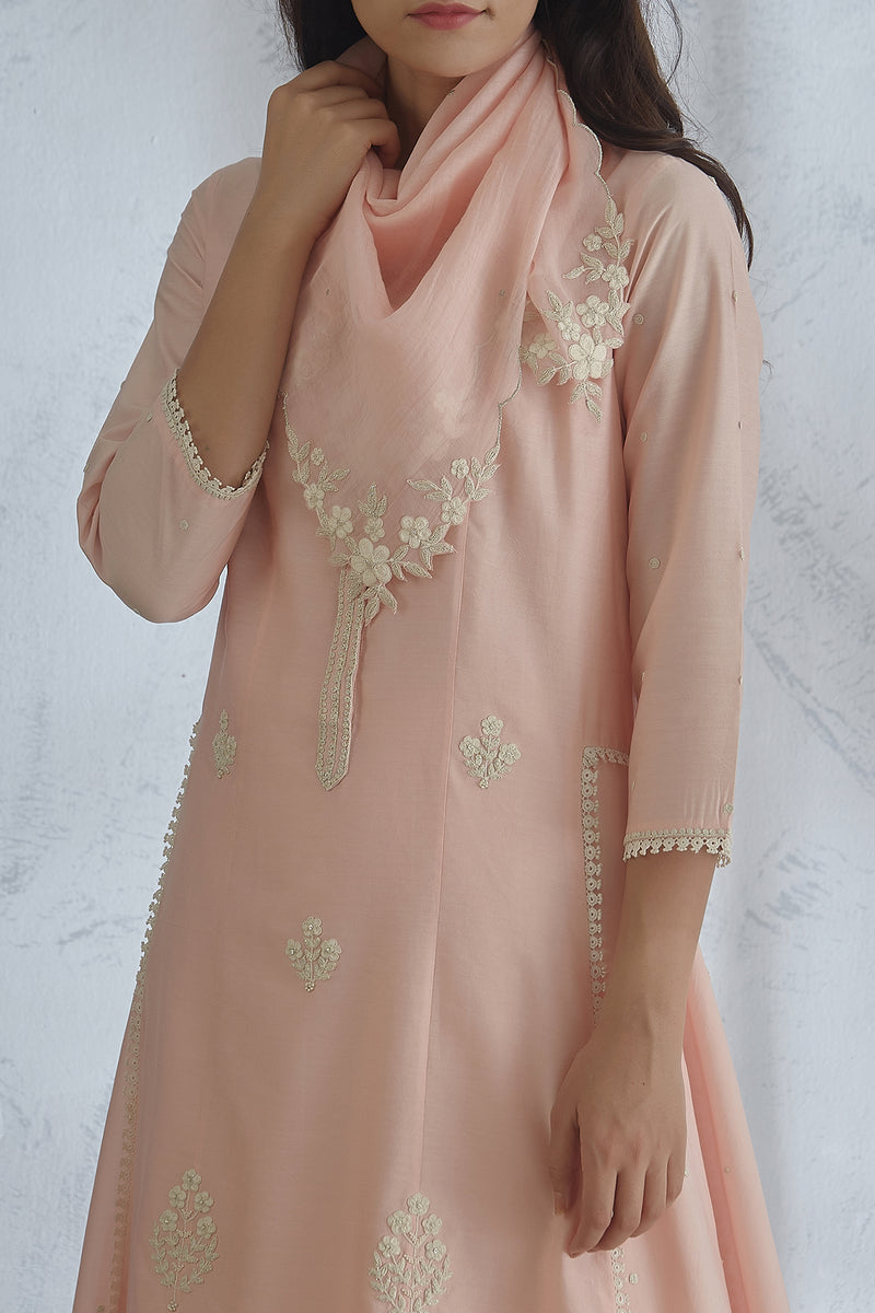 Peach Dori And Pearl Kurta Set With Straight Lace Pants And Scarf