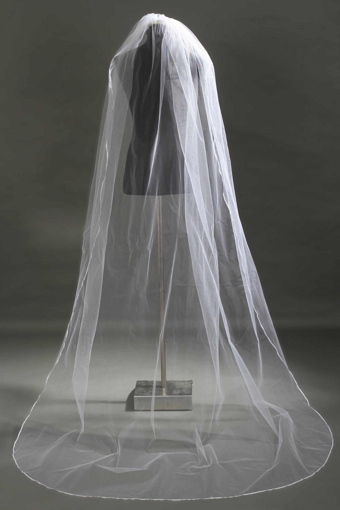 One-Layer Wave Cut Pencil Edge Wedding Veil