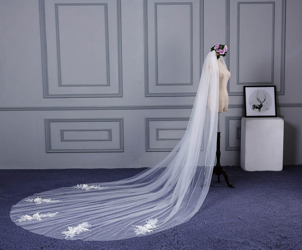 "Royal(≥144"") One-Layer Cut Edge Appliques Wedding Veil"